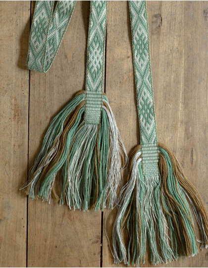 Baltic traditional handwoven belt 82 wires five box cross green