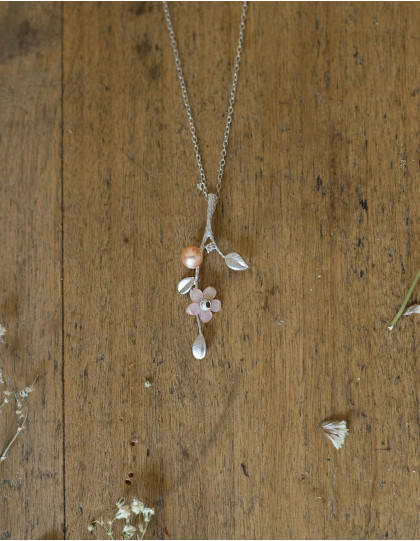 """Flora"" silver necklace with freshwater pearls"