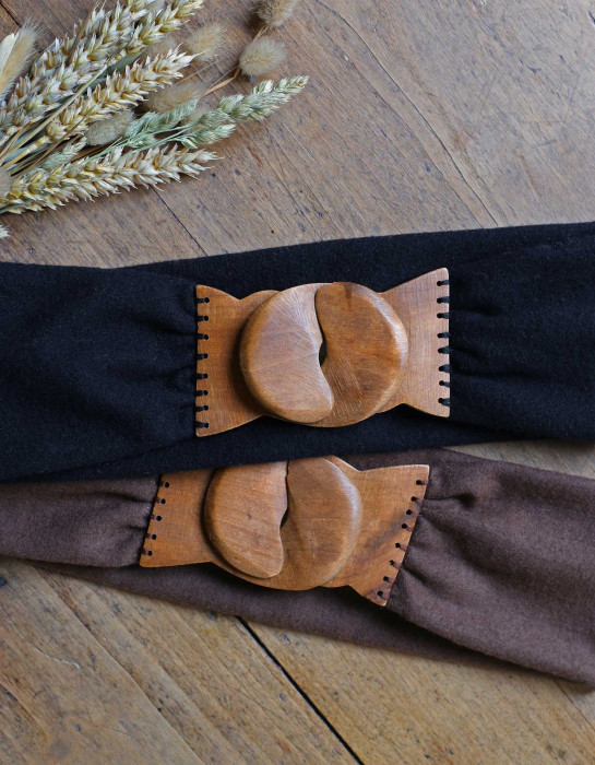 """Taika"" caramel belt with a wooden buckle"
