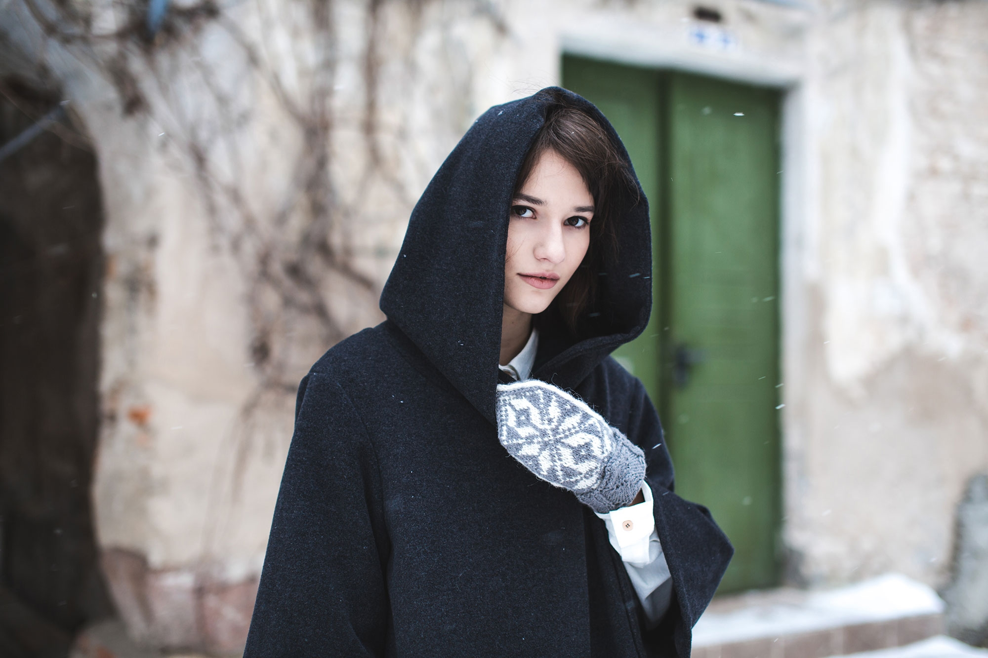 Voriagh-winter-snow-manteau-noir-evase