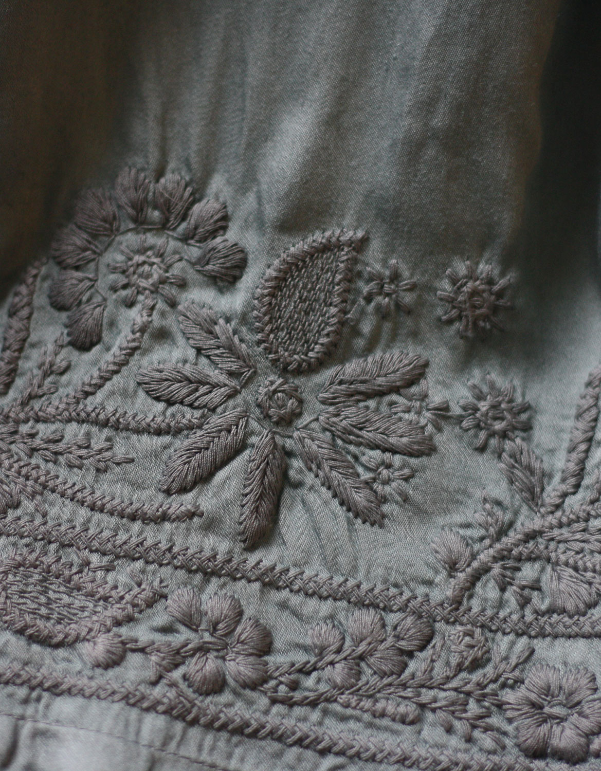 elena-piano_voriagh_embroidery-dress-robe